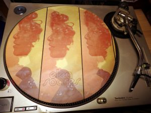 elza-soares-inlay-at-turntable